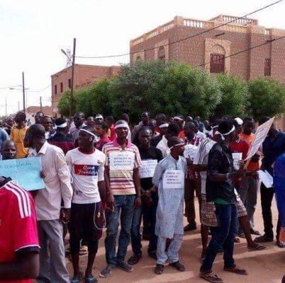 Les membres de la plateforme Yermatoun lors d'une manifestation de soutien aux jeunes de Gao à Tombouctou